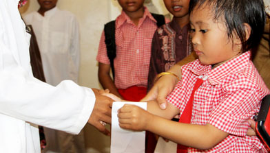 Sumbangan TK Jhonlin Pertiwi ke Panti Asuhan