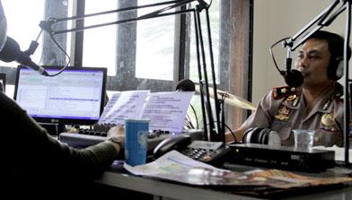 Peringati Hari Bhayangkara Kepolisian bekerja sama dengan Jhonlin Radio