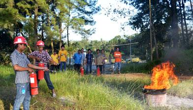 Pelatihan Alat Pemadam Api Ringan SHE Jhonlin Group