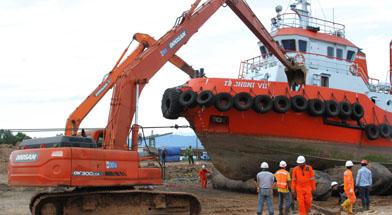 Jhonlin Group, Kalimantan selatan, Tanah Bumbu, h isam, PT. Jhonlin Marine Trans, system airbag, repairing