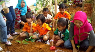 Jhonlin Group, TK Jhonlin Pertiwi, Menanam apotik hidup, Kalimantan Selatan, Tanah Bumbu, Batulicin, h isam