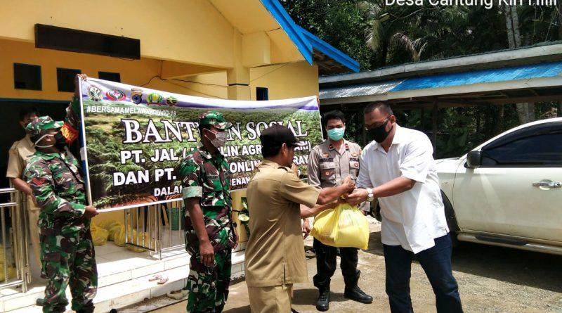 EAS Group Bagikan Paket Sembako di 3 Kecamatan di Kabupaten Kotabaru