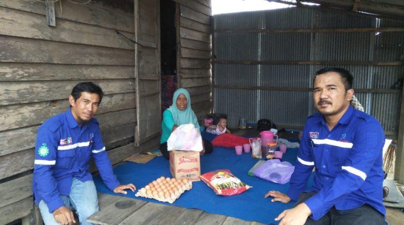 Swadaya Karyawan PT. Jhonlin Baratama Membantu Masyarakat Dengan Berbagi