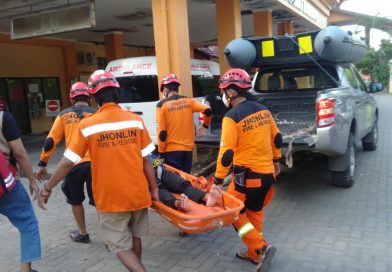 Medis Jhonlin Rescue Team Jemput Pengungsi Sakit, Antar ke RSUD Raza