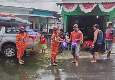 Ribuan Sembako Jhonlin Mengalir, Agar Kebutuhan Korban Banjir Terjamin