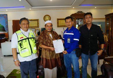 PT. Jhonlin Baratama Serahkan Bantuan ke Pondok Pesantren Salafiyah Darul Hadid